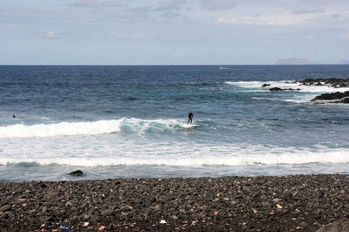 Surfing on Lanzarote - Photo by Frank Vincentz