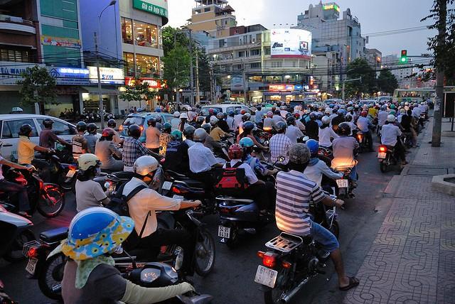 motorbikes-vietnam-crowded