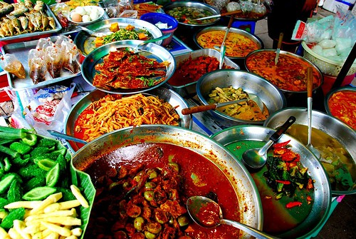 Street food is delicious, just make sure that it is fresh and not left out for a long time.