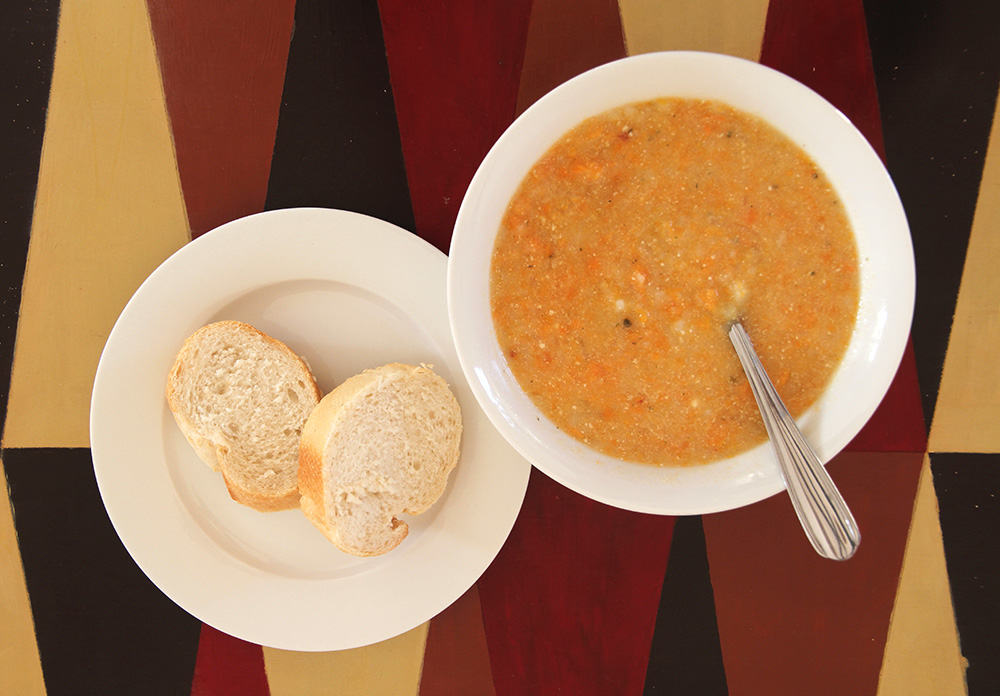 Delicious vegetable soup and bread