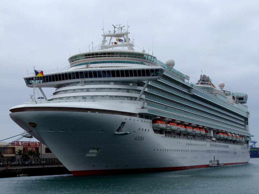 photo credit: El trasatlantico Azura en Las Palmas de Gran Canaria via photopin (license)