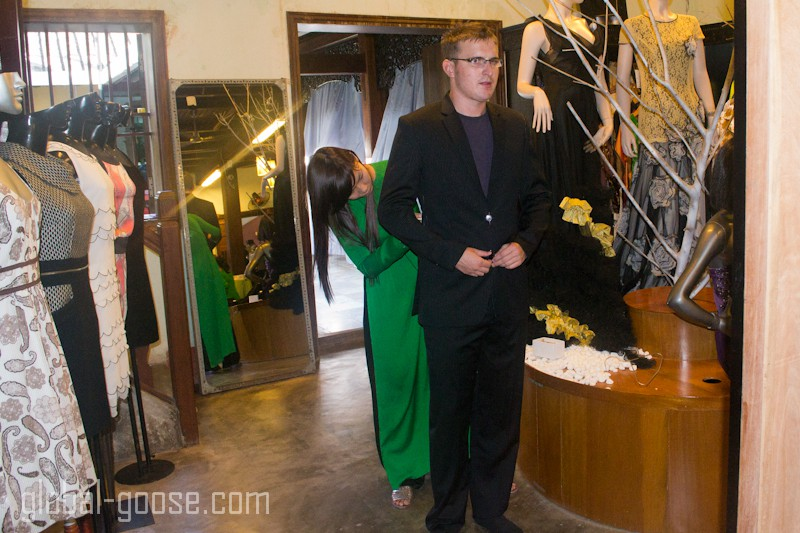 buying a suit in hoi an