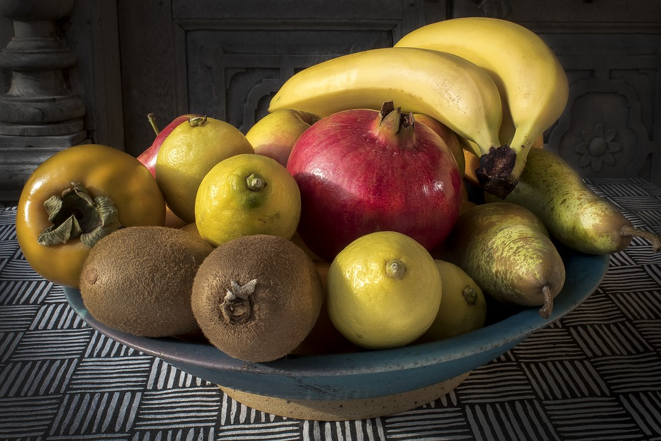 A bowl of fruit is a wonderful treat for hungry Airbnb guests.